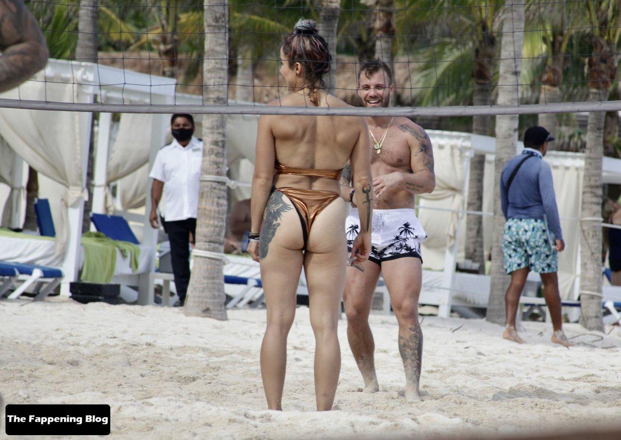 Cara Maria Sorbello on Beach 4