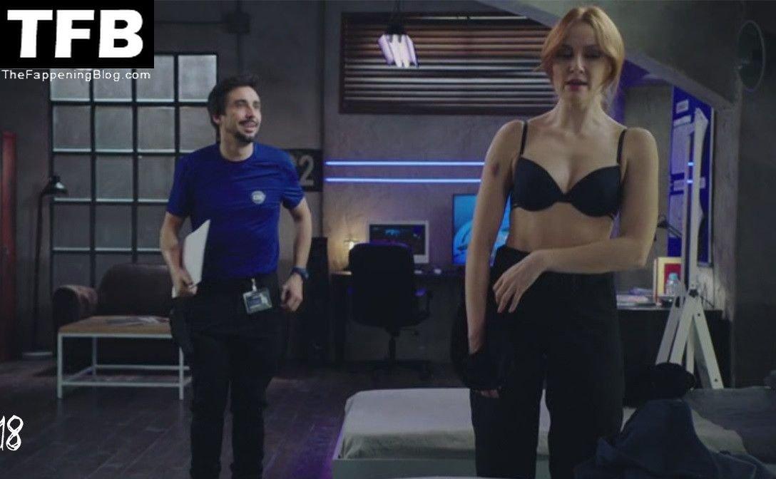 Cristina Castano Nude Sexy 21