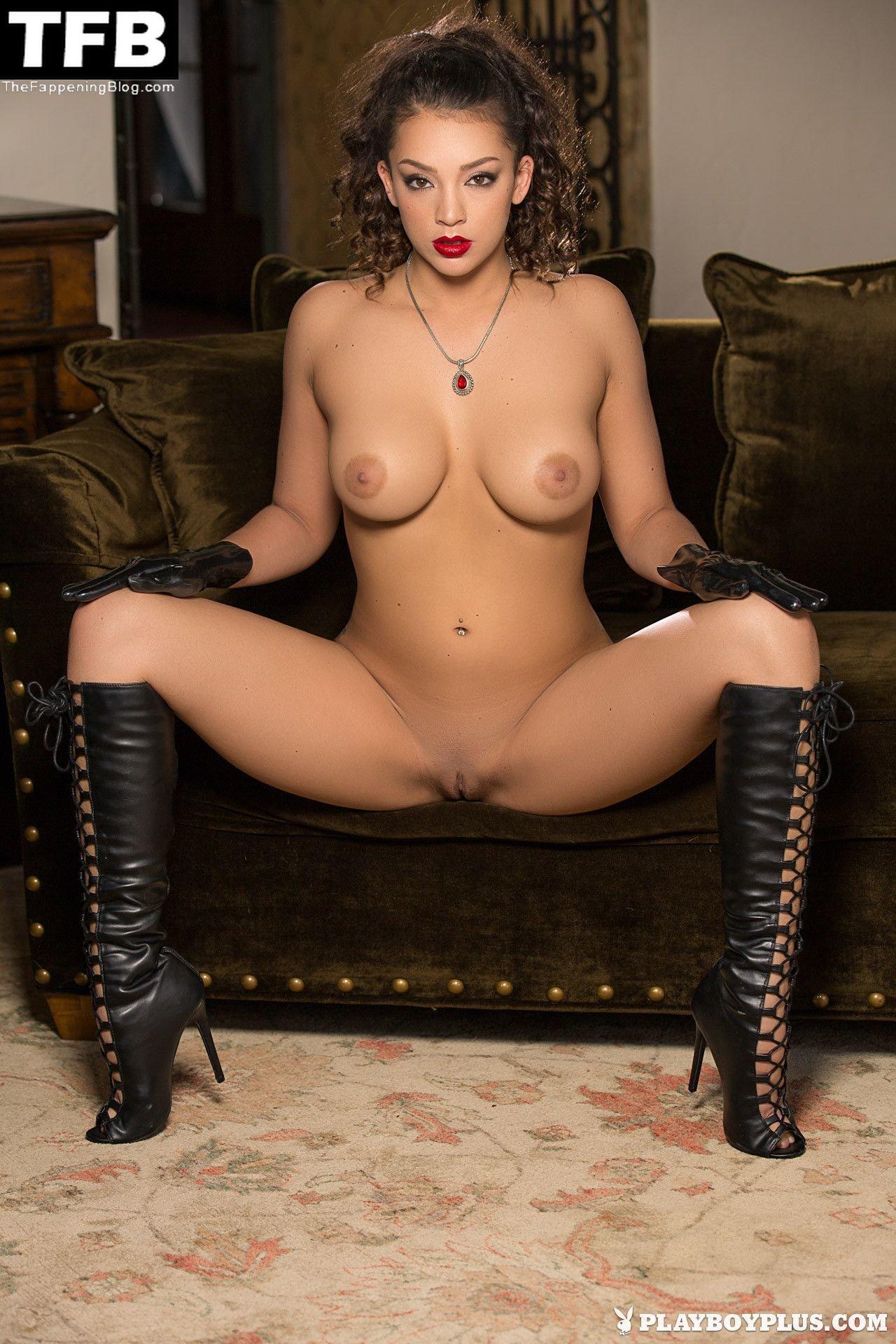 Kelsi Shay Nude Sexy 7
