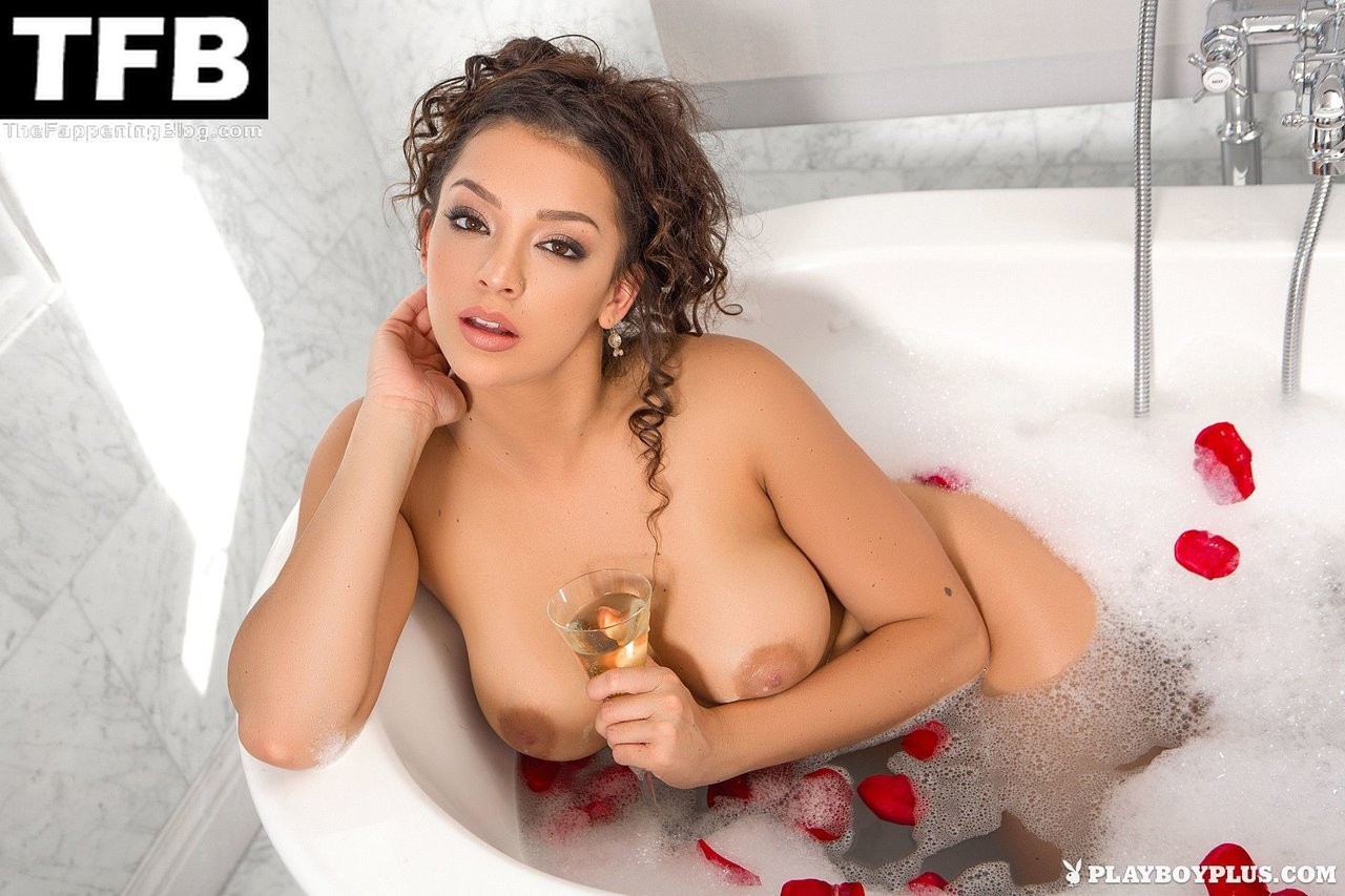 Kelsi Shay Nude Sexy 10