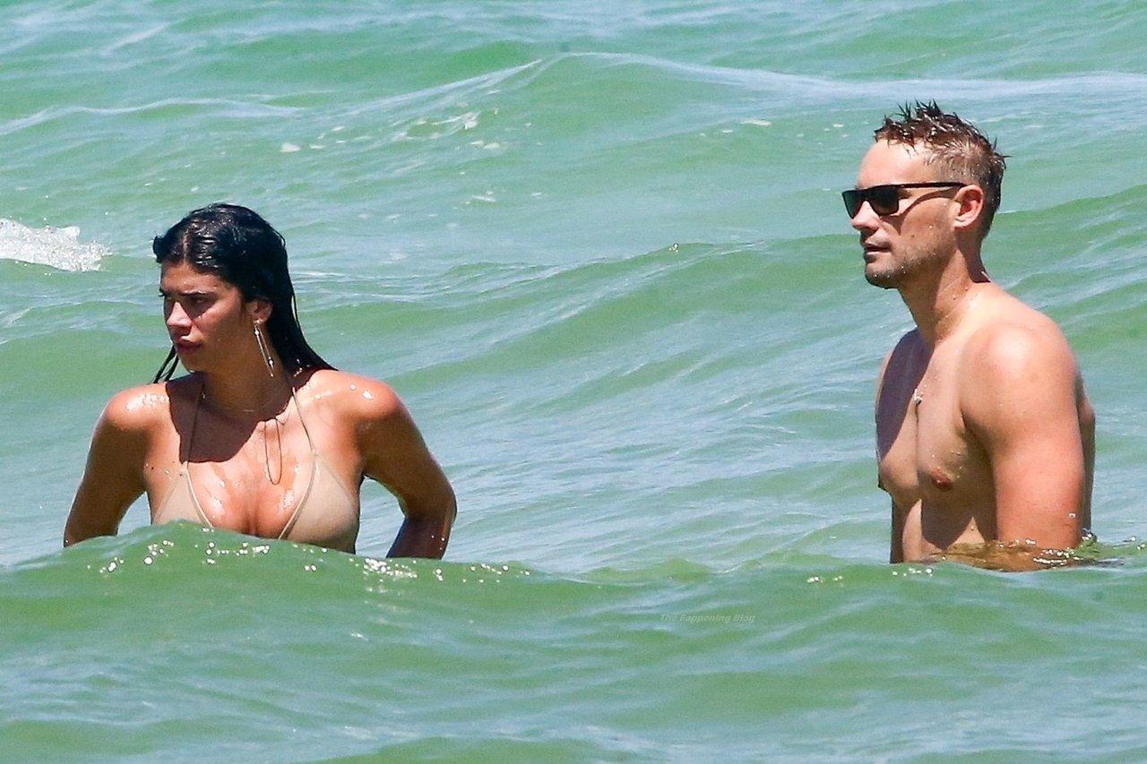 Beynon nackt Lucciana  Miami Swim