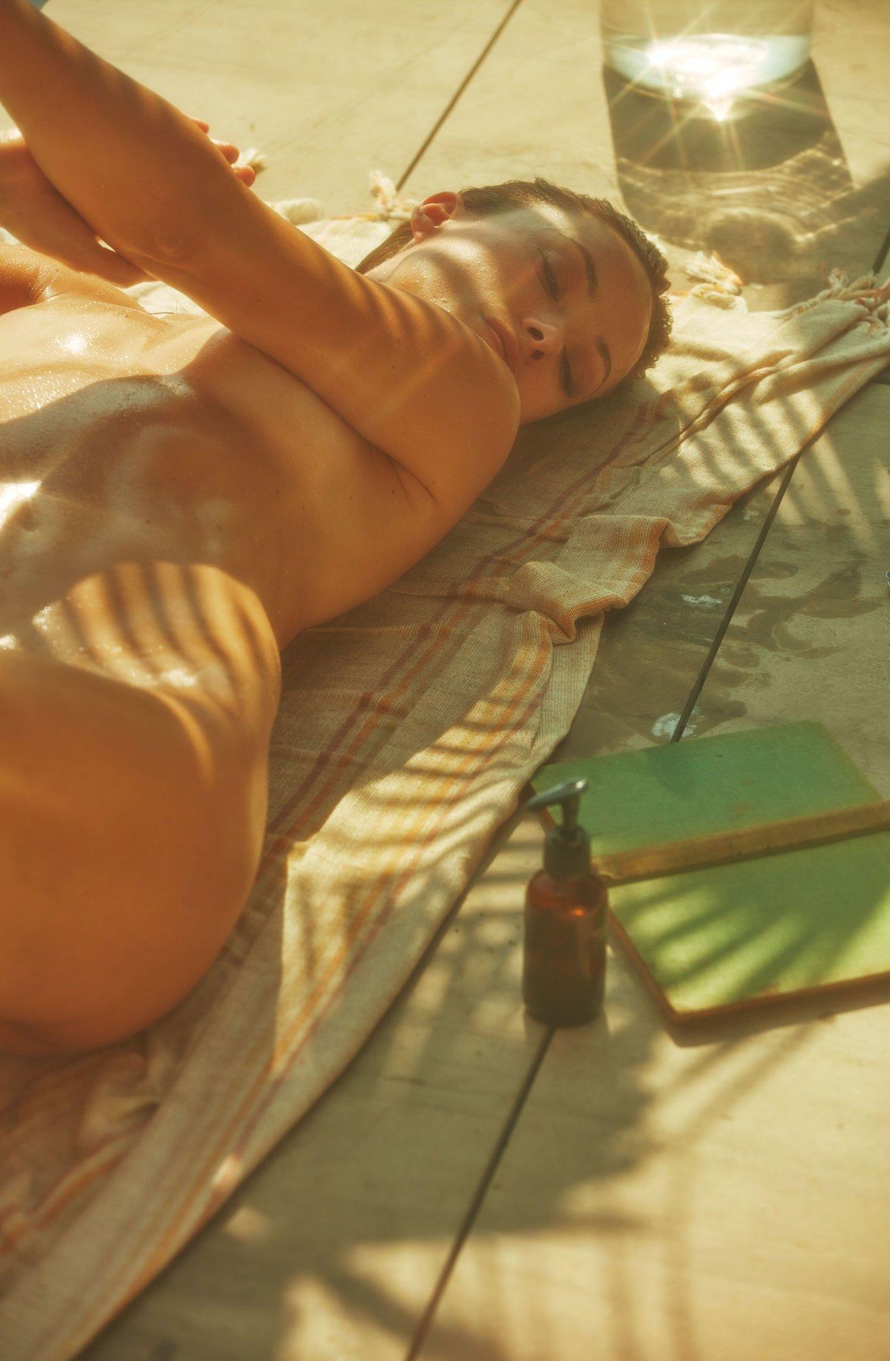 Olivia Wilde Nude Topless 13